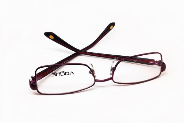 ด่วนลดกระหน่ำกรอบแว่นสายตาแท้ Vogue / made in Italy / ราคา 2590