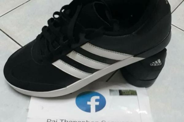 รองเท้า Adidas ของใหม่ Size9ครึ่งUK  (10US) ขายเพียง 2,200 บาท
